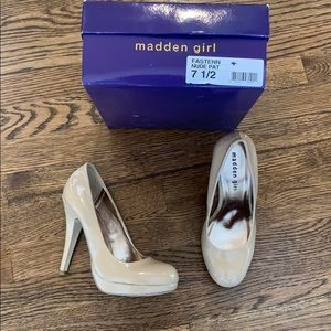 Madden Girl NIB nude patent pumps, 7.5